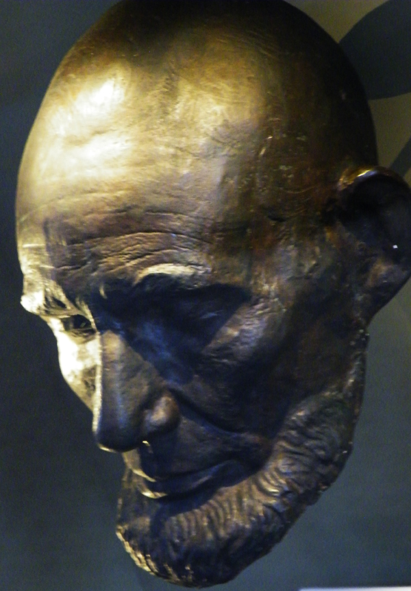 zdepski's photo of the Lincoln life mask at the Smithsonian
